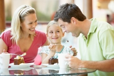 PIC-family-eating